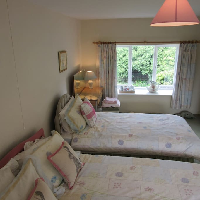Double room (double & single bed)
