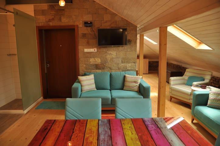 Ema Artistic House, Artistic Loft