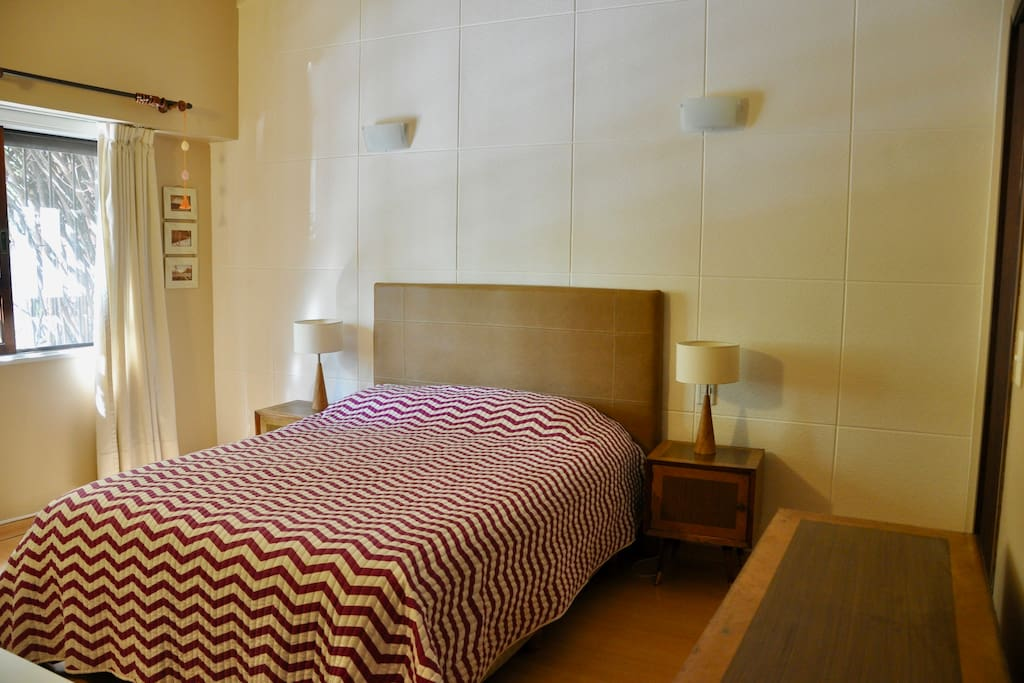 Chambre avec salle de bain priv e tv et piscine for Chambre 13 bd