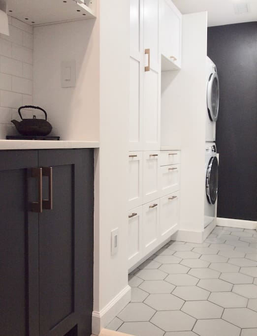 We do live here when we it is not rented, so please respect our privacy (and goods) by not using items in our pantry besides the cleaning supplies (if needed) in the two bottom drawers next to the washer/dryer that are both available for use.