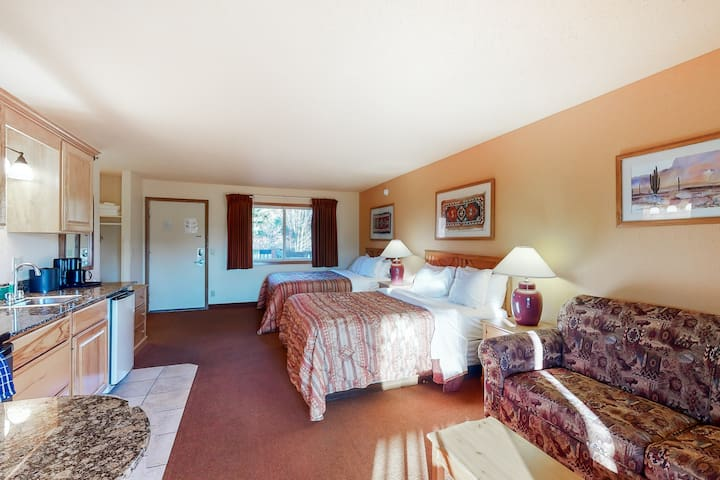 Second floor hotel style condo with shared pool & hot tub and high-speed WiFi!