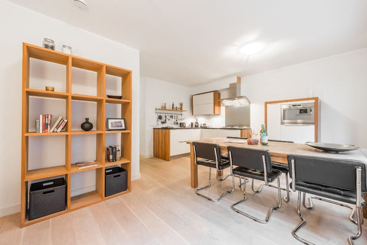 Modern 2-bedroom Apartment in trendy A'dam West!