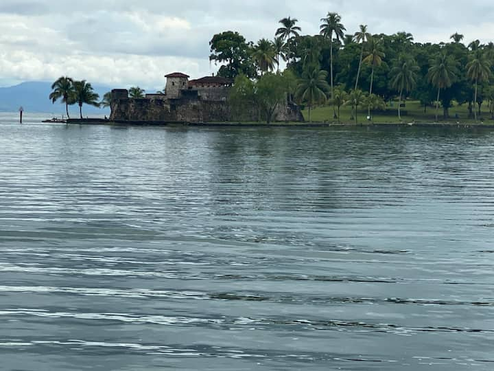 CABAÑA A ORILLA DE RIO DULCE, IZABAL, GUATEMALA