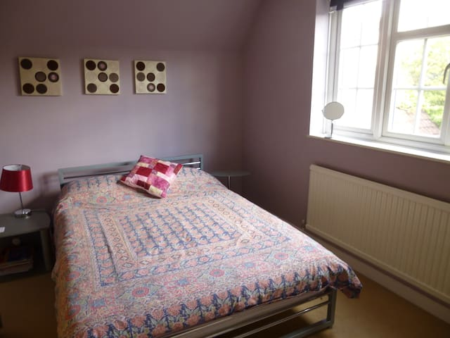 Double room in quiet Lane - Stonely - Stonely - Casa