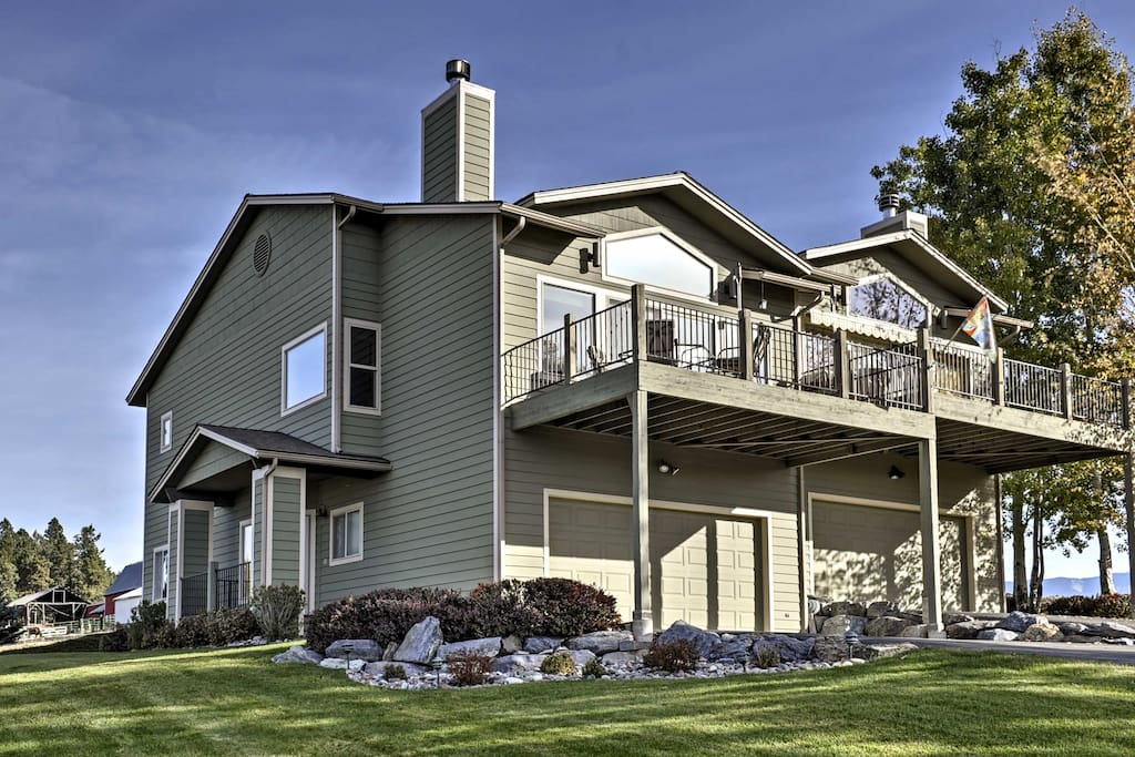 Come escape to this comfortable Bigfork vacation rental townhome!
