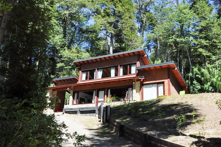casa immersa nella tranquillita´ del bosco