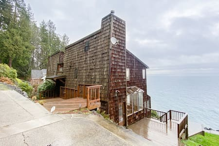 NEW LISTING! Waterfront & view home w/ beach access, fireplace & WiFi!