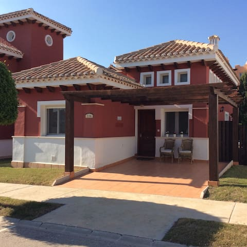 Detached 2-bed /2 bath villa with private pool