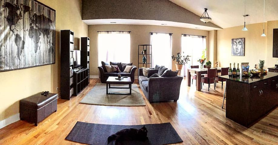 HUGE Place w Rooftop in the Heart of Logan Square - Chicago - Apartamento