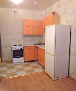 Студия на Клубной на сутки и часы - Izhevsk - Apartament