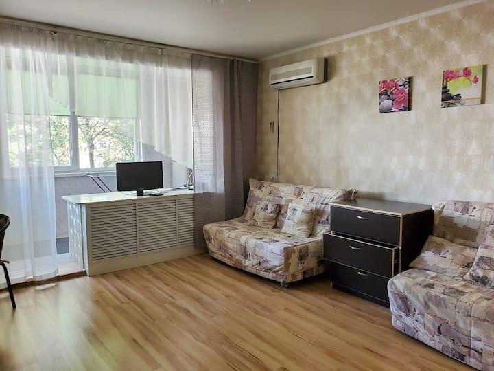 Уютная двухкомнатная квартира рядом с пляжем.