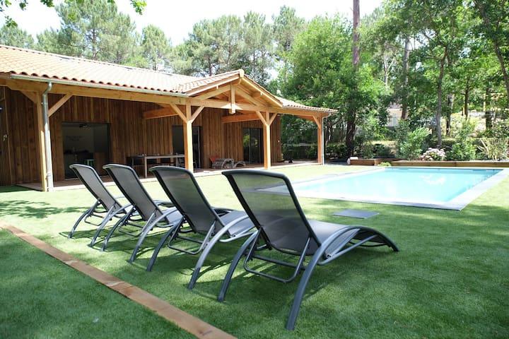 Belle villa neuve, 10 personnes, piscine chauffée