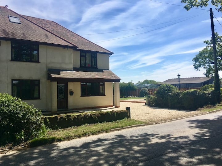 Private Double Bedroom in Rural Atherstone