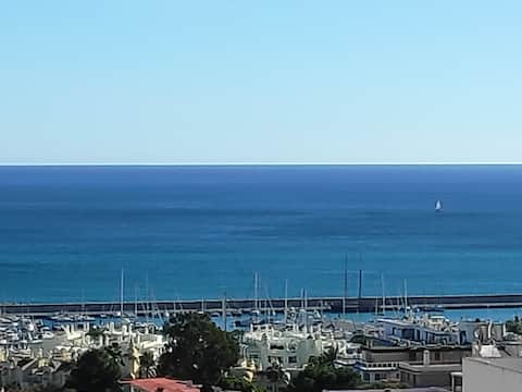 Sea views, Puerto Marina, walking distance beach.