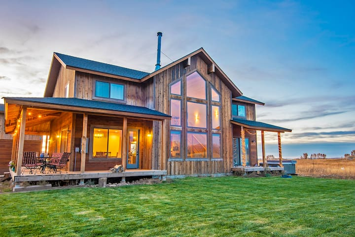 Ski Hill Ranch House with Grand View and Hot Tub