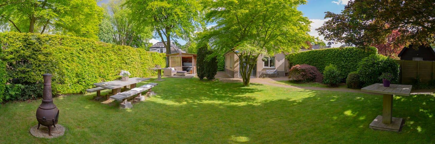 Luxe huis, tuin + jacuzzi, groen in hartje centrum