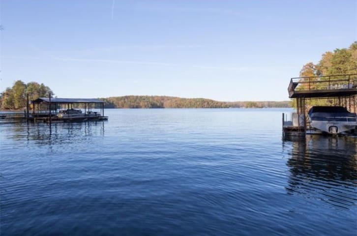 Lake Lanier Home w/ Gorgeous View! - Gainesville - Casa