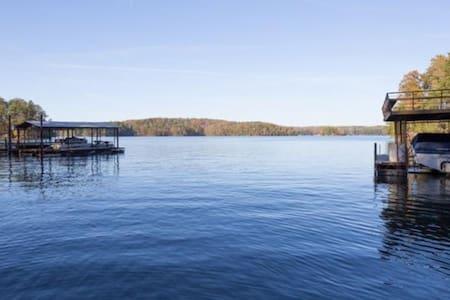 Lake Lanier Home w/ Gorgeous View! - Gainesville - Rumah
