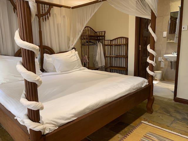 Diani Beach En suite King Size bed Flatshare