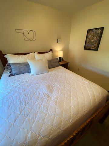 """Queen Bed - The """"Oklahoman"""""""