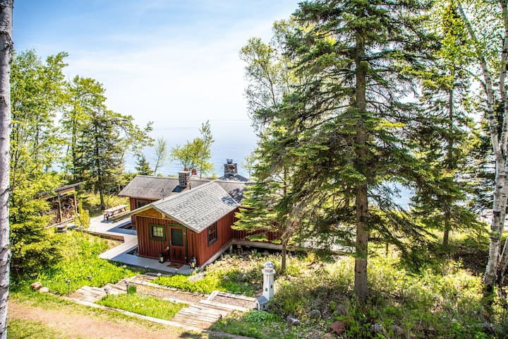 Spirit of Superior is a historic Lake Superior log cabin home located in Schroeder, MN