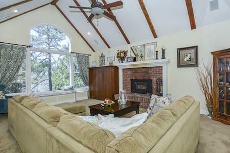 Buck's Mountain Retreat - Relax in Comfort! - Lake Arrowhead - Casa