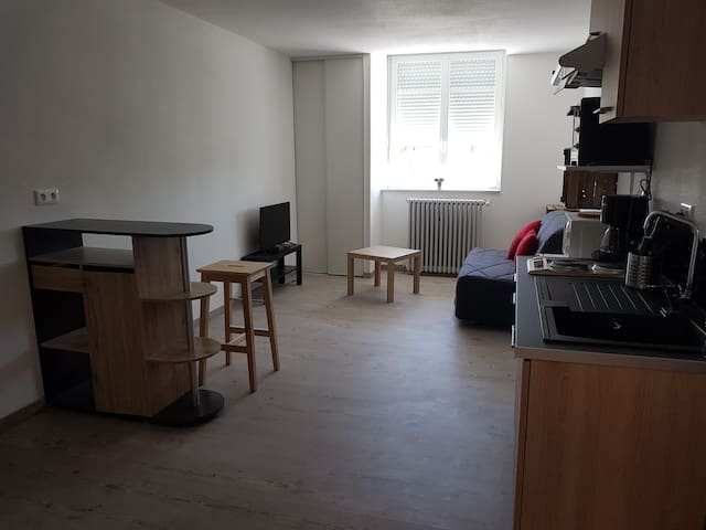 Studio dans ancien couvent à paray le monial