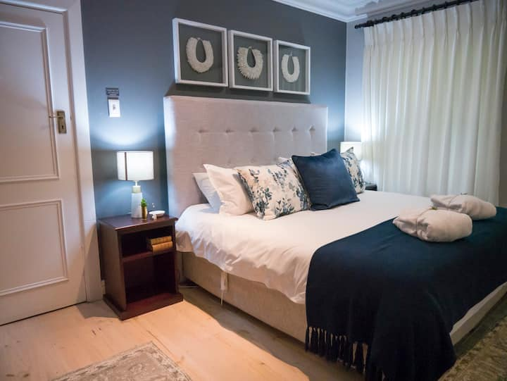 Luxury Garden Facing King/Twin Room @ Roseroc