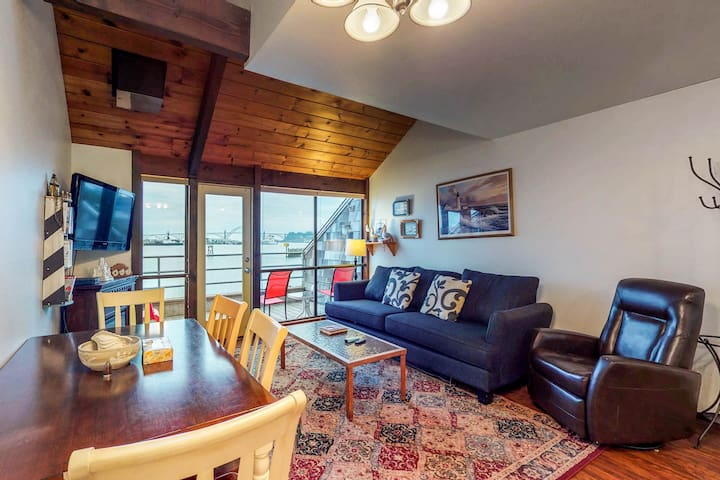 Bayfront condo w/shared hot tub, shared indoor pool & amazing views