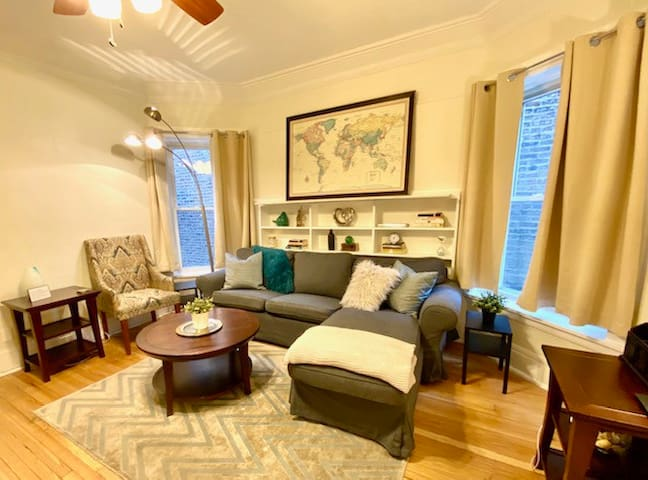 Renovated 1BR with lots of natural light!