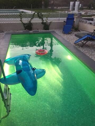 Private room private pool next door to la Fuente