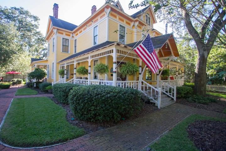 Cumberland Suite - The Laurel Oak Inn