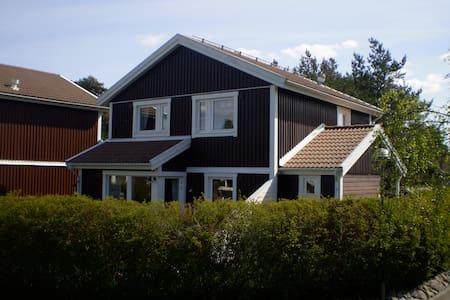 Trevligt hus i  Backatorp, Hisingen - Göteborg - Casa