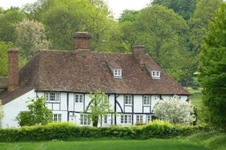 Heron Manor: small studio (steep stairs to access) - Chilham - 公寓