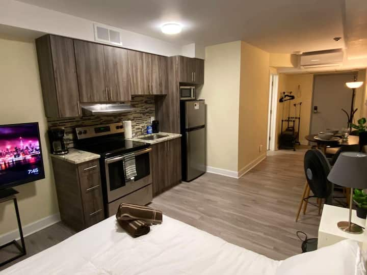 Modern apartment in the heart of the Byward Market