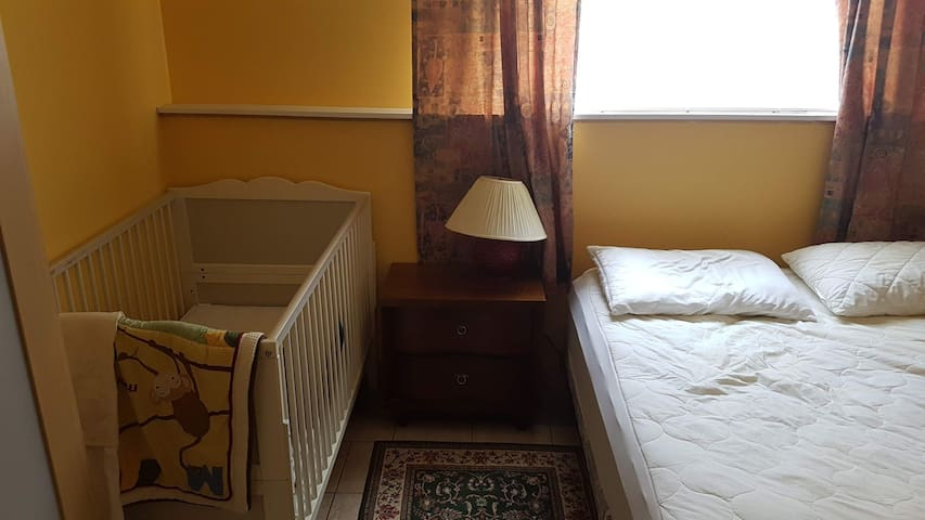 Bedroom 4 - queen and crib