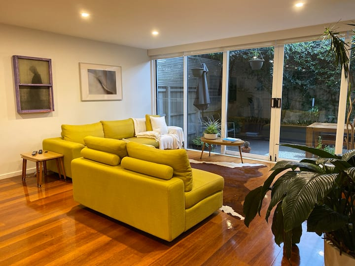 Spacious, Stylish Melbourne Home 5 Mins from Beach