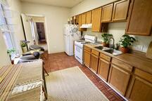 The kitchen has a small seated area, fresh spring water in a glass dispenser, all cookware provided, organic spices, cooking additions, glass electric kettle, espresso machine, and a 3 hp blender!  ✨There is NO microwave!