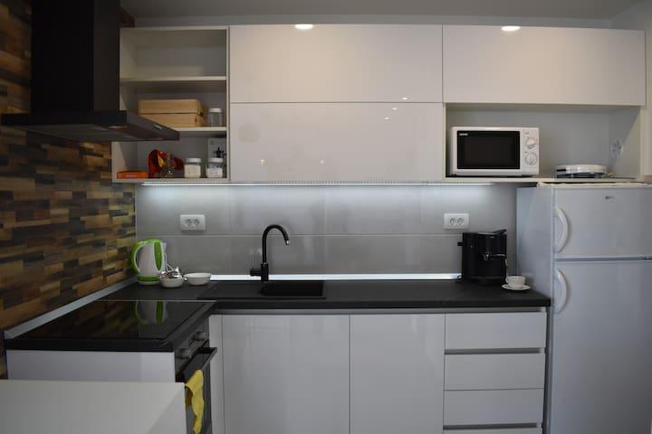 Kuhinja sa svim aparatima