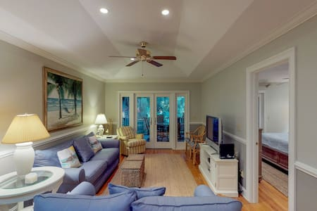 Spacious cottage w/ shared pool, tennis courts, gym facility & more