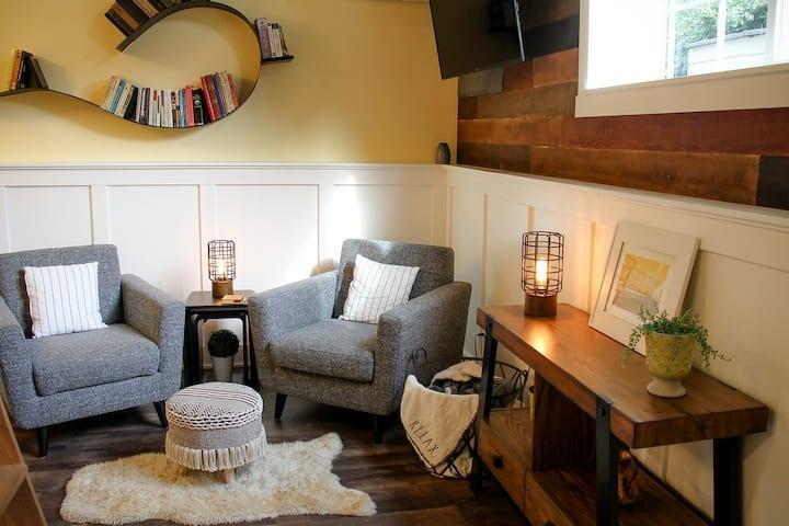 Bridgetown Bungalow: The perfect cozy getaway!