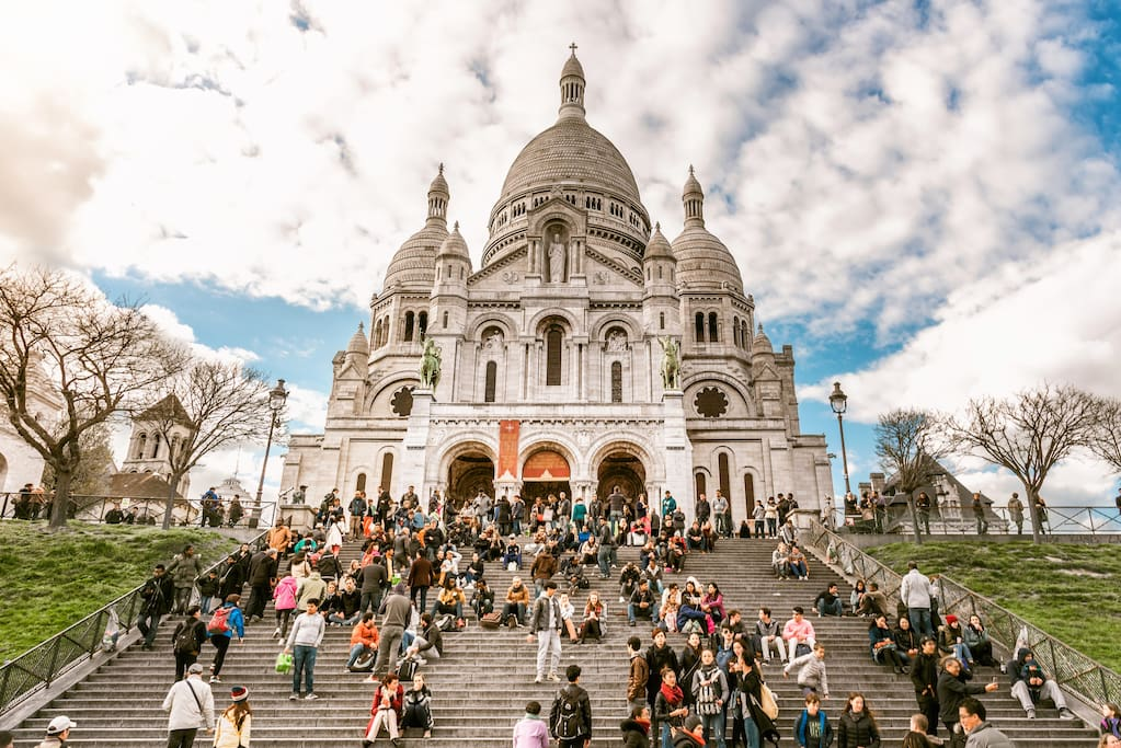 People on the stairs of Sacré Coeur Church (5 mn from the Apartment)