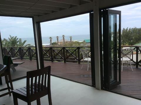 Beach house. Sea view. Watch the whales !!