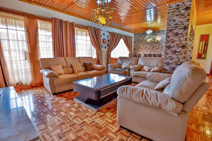 Royal Castle 3 bedroom En-suite Cozy Apartment