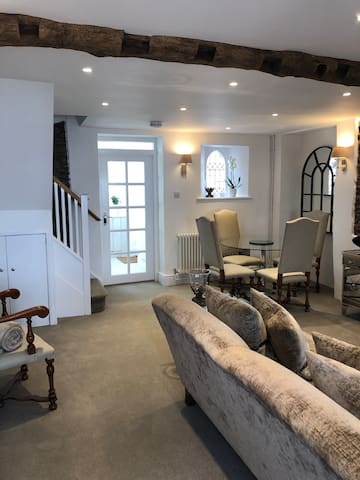 Walking into the cottage, from Lobby