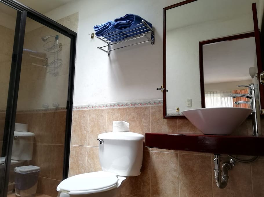 baño completo del dormitorio 1