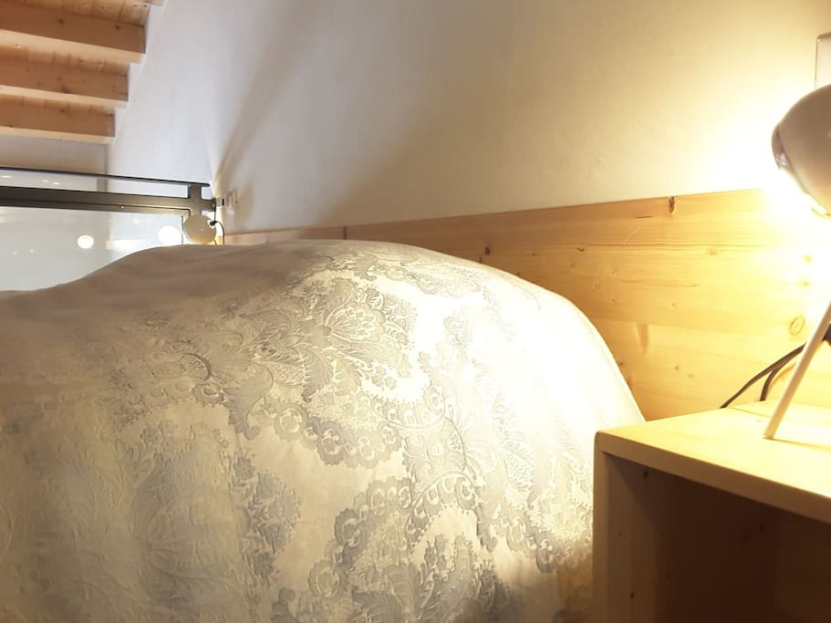 Extra comfy kingsize bed