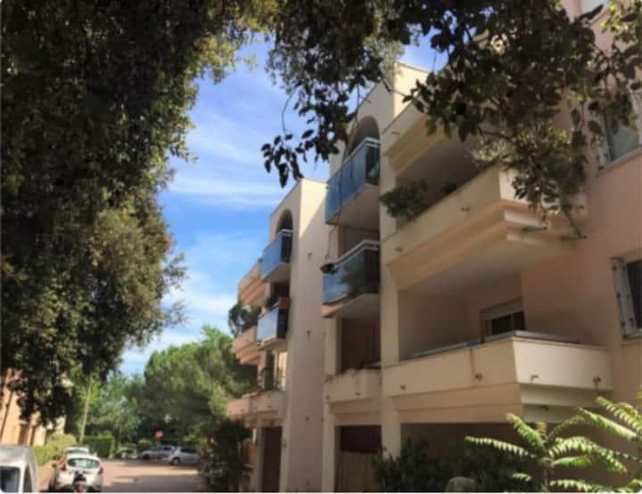F2 au calme avec balcon et parking en centre ville