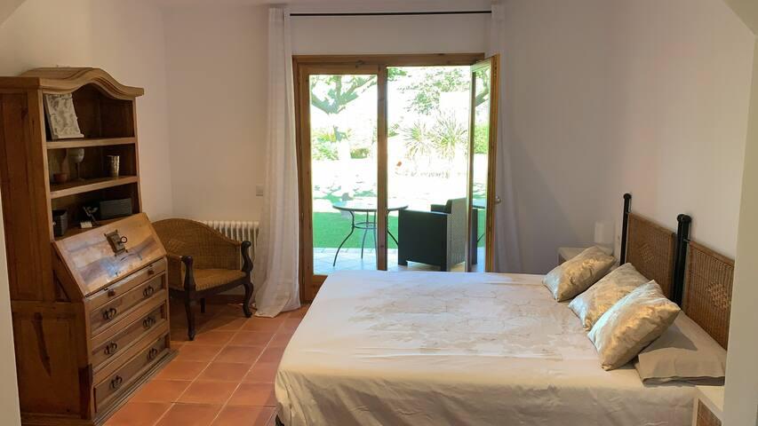 Chambre 2 ///(lit 200*200) avec salle de bain attenante #baignoire #bidet#wc