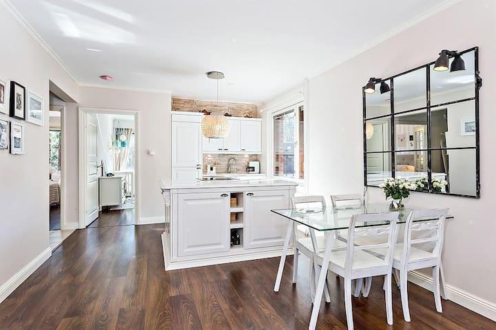 5* Luxury Apartment - Very Stylish, Top Location